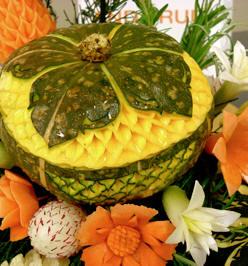 Thai-fruit-vegetable-carving
