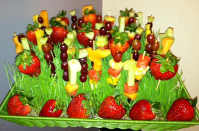 Wheat-grass-fruit-platter_cropped-400